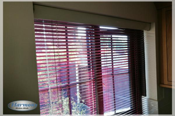 Garnet Venetian Blind with Metallic Pelmet