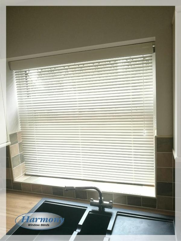 Venetian Blind with Matching Metallic Pelmet