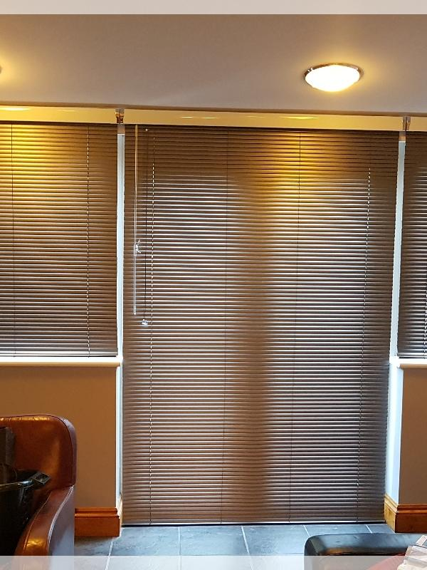 Venetian Blinds with Metallic Pelmets